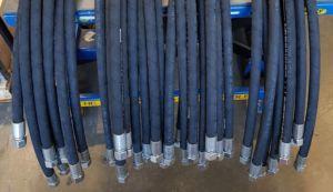 Fabrication de flexibles hydrauliques sur mesure – SRTH